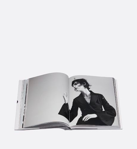 Book: Dior New Looks Detailed view Open gallery