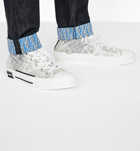 Hoge B23-sneaker DIOR AND DANIEL ARSHAM met Newspaper-motief aria_wornViewCropped
