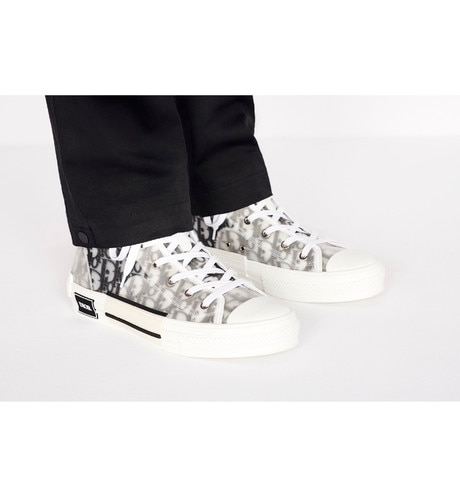 B23 High-Top Sneakers in Dior Oblique worn view