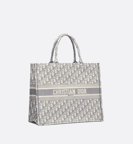 'Dior Book' Tote Bag aus Dior Oblique-Stoff mit Stickerei in Grau aria_threeQuarterClosedView