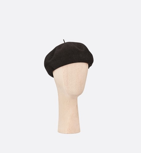 Dior Étoile knit beret three quarter closed view