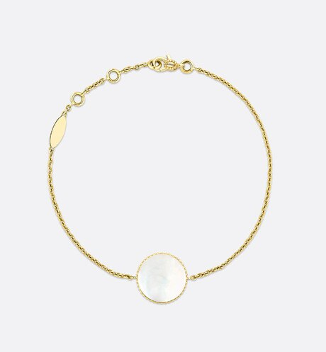Rose des vents bracelet, 18k yellow gold, diamond and mother-of-pearl detailed view
