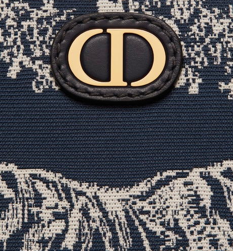 Medium 30 Montaigne Beauty Pouch Detailed view Open gallery